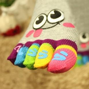 S035 **พร้อมส่ง** (ปลีก+ส่ง) ถุงเท้านิ้ว แฟชั่นเกาหลี มี 9 ลาย เนื้อดี งานนำเข้า (Made in china)