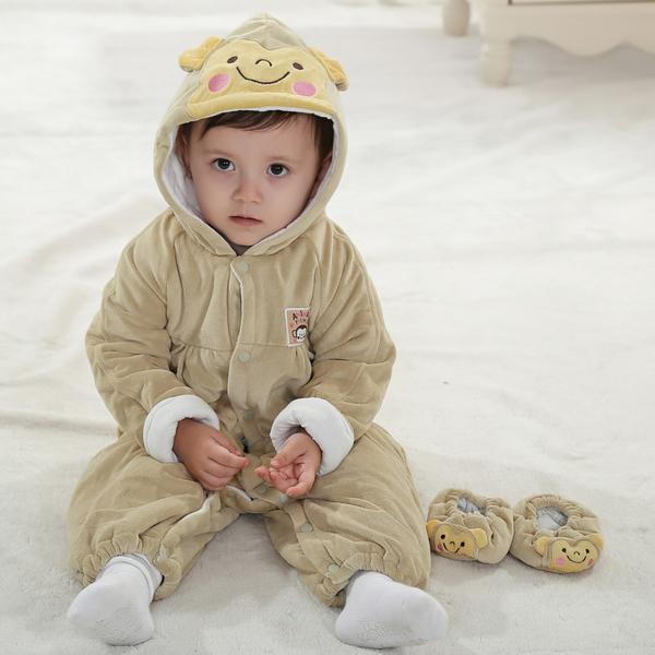 พร้อมส่ง เสื้อผ้าเด็กทารก เพศหญิง-ชาย 0-6-1-2 ปี ราคาส่งจากโรงงาน ชุดกันหนาว เสื้อแขนยาวมีหมวก รหัส P0021 สีเบจลายลิง+รองเท้าผ้า 1 ชุด ไซร์ 80 (ส่วนสูง 66-73 cm )