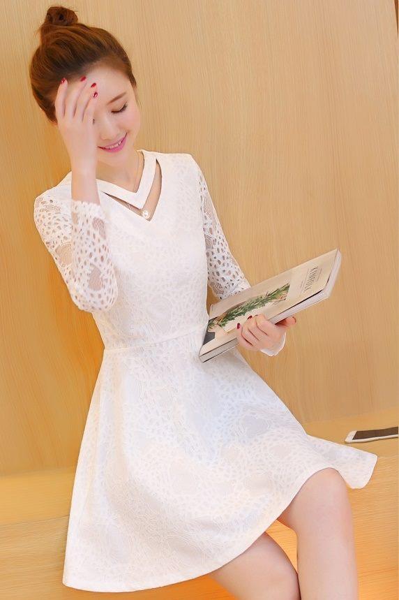 ชุดเดรสสีขาว เดรสผ้าลูกไม้สีขาว แขนยาว ผ้าลูกไม้ยืดหยุ่นได้ดี