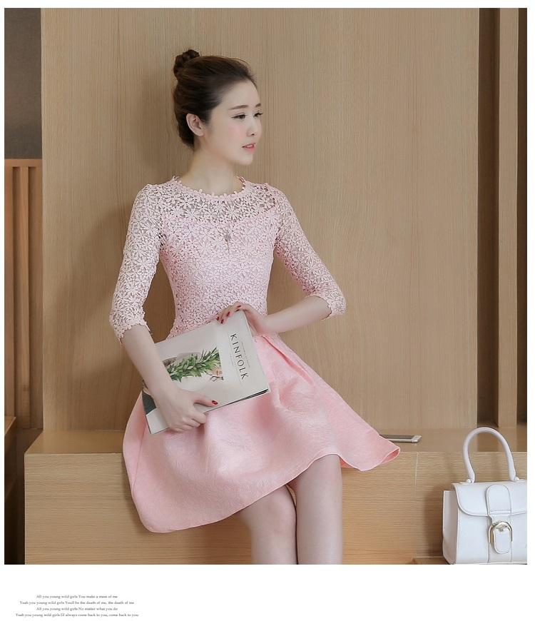 ชุดเดรสสวยๆ ตัวเสื้อผ้าถักโครเชต์ลายดอกไม้ สีชมพู แขนยาว