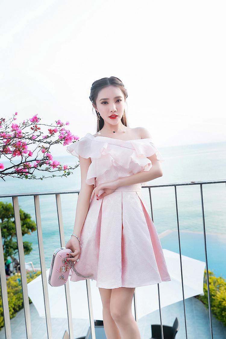 ชุดเดรสออกงาน ผ้าไหมเนื้อเงาสีชมพู ทอลายดอกกุหลาบ