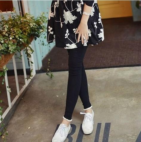 กางเกงเลกกิ้ง ขายาวสีเดำ ปลายขาแต่งลูกไม้ น่ารักมากๆค่ะ เอวปรับสายได้