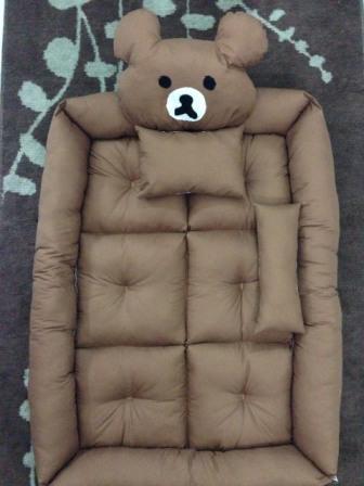 ที่นอนเด็กแฟนซี่ ลายหมีคุมะ ทำจากวัสดุเกรด A งานพรีเมี่ยม เนื้อเบอะหนานุ่ม นอนได้อย่างสบายค่ะ ตั้งแต่ทารกแรกเกิด ถึง 7 ขวบ ขนาด 80*120 ซม ***