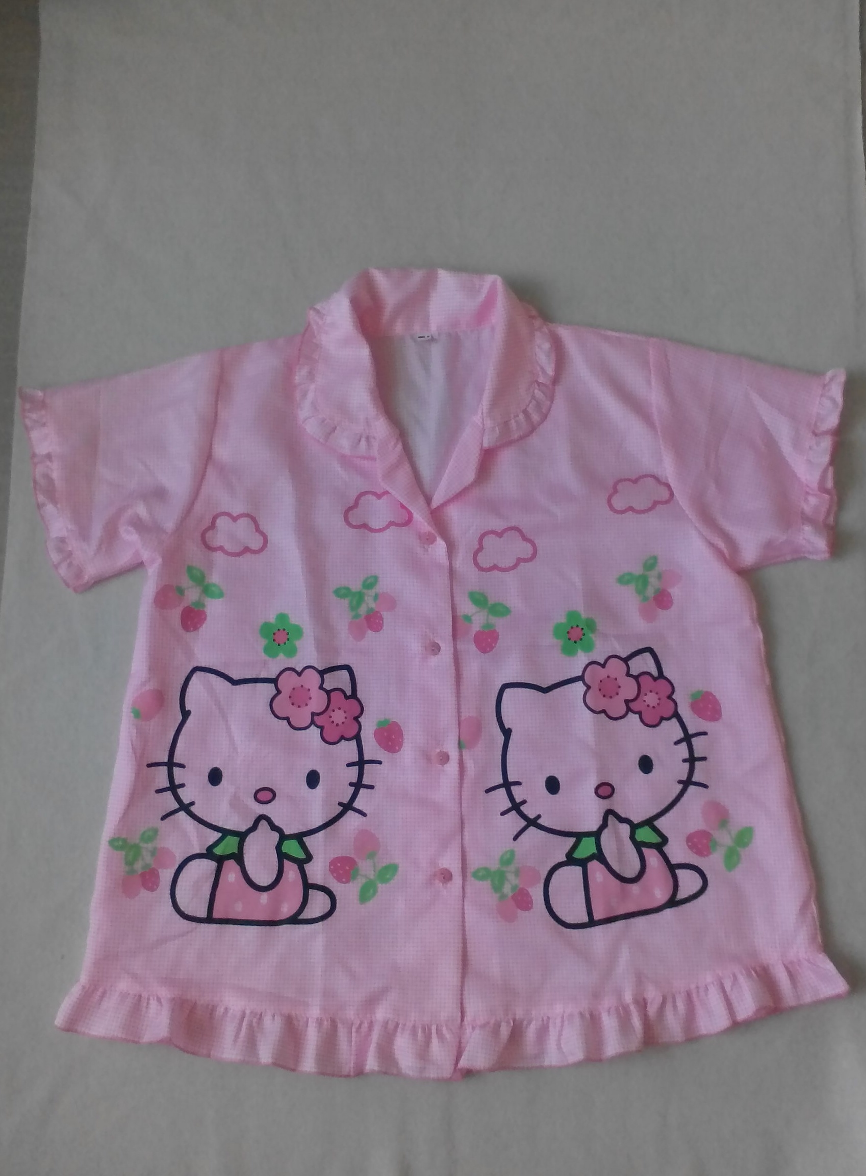 ชุดนอนเสื้อ + กางเกงขาสั้นสีชมพูลายคิดตี้ แบบน่ารักค่ะ