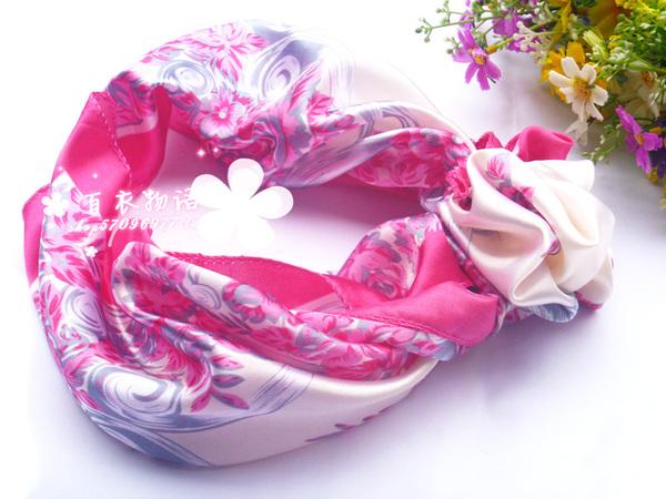 ผ้าพันคอผ้าซาติน ลายดอกไม้สีกุหลาบ
