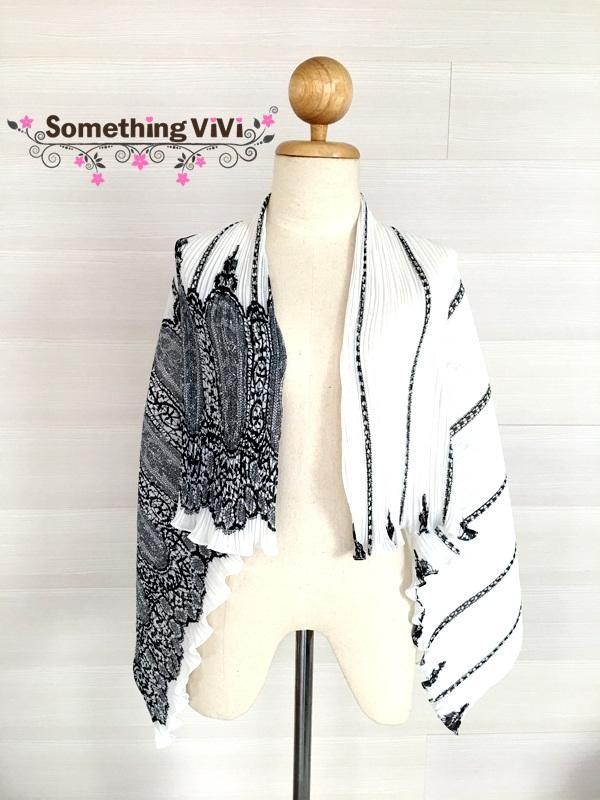 ผ้าพันคอ/ผ้าคลุมไหล่/ผ้าคลุมให้นม รุ่น Issey Pleated in Black & White Lace (Size L) ผ้าพันคอ ผ้าคลุมไหล่ เนื้อผ้าพรีเมี่ยม Pleated Chiffon เป็นผ้าพลีท ยืดหยุ่นมากน่าสัมผัสสุดๆ สามารถใช้คลุมกันแดดหรือกันหนาวได้ในระดับหนึ่ง ผ้าระบายอากาศได้ดี พกพาสะดวกมากค่