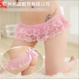 กางเกงในเซ็กซี่แสนซนสีชมพูหวาน ด้านหน้าเป็นกระโปรงสั้นจุ๊ดลูกไม้สองชั้น ด้านหลังโชว์แก้มก้น